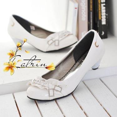 vip сумки из италии.  Элегантные туфли на небольшом каблуке .